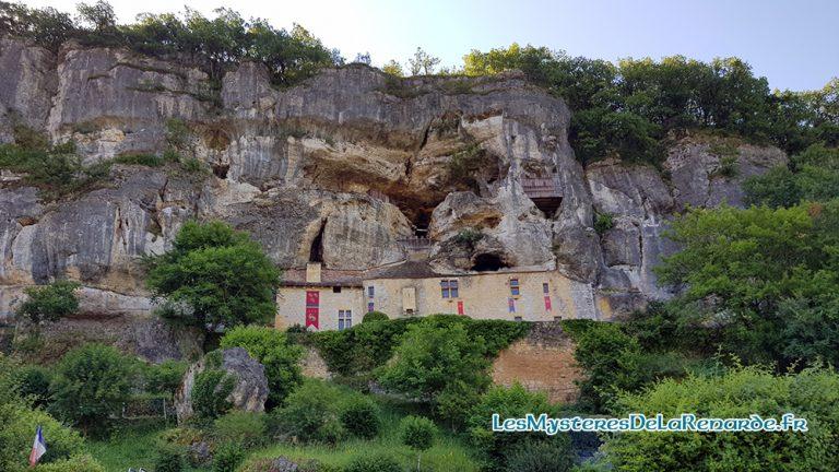 Maison Forte de Reignac : le Bouc, l'Alchimiste et les esprits dans la falaise