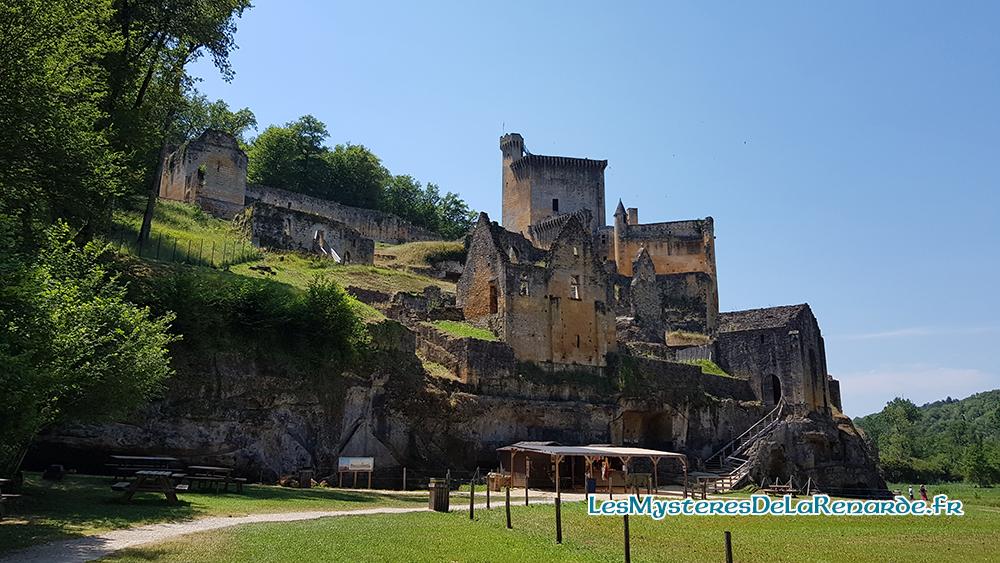 Le Château de Commarque : le cheval fantôme au coeur des ruines