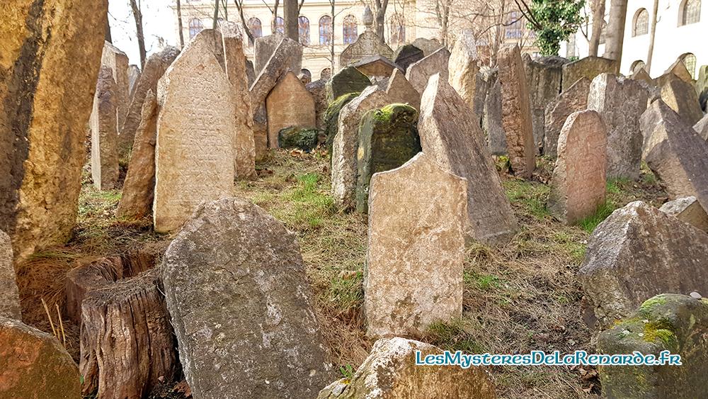 Le vieux cimetière Juif de Prague : la légende du Golem