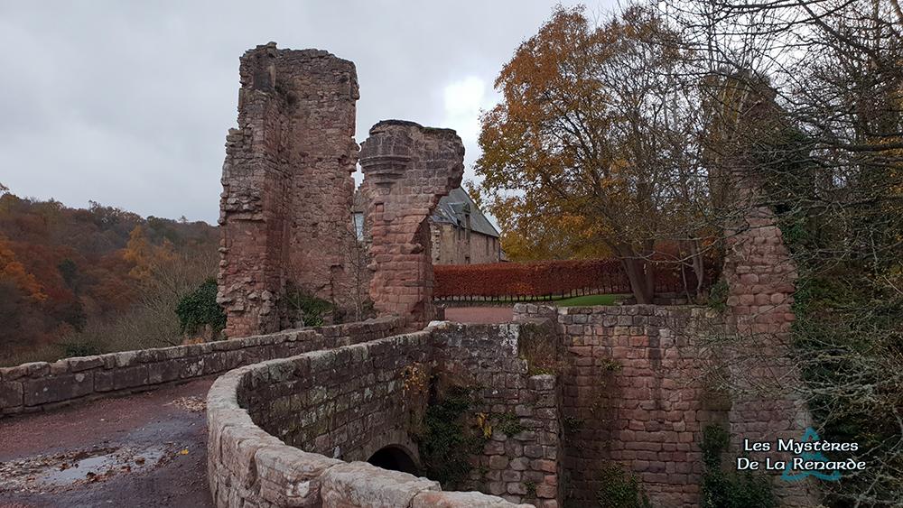 Le Château de Roslin : le Chien Fantôme et les autres Esprits qui Hantent ses Ruines